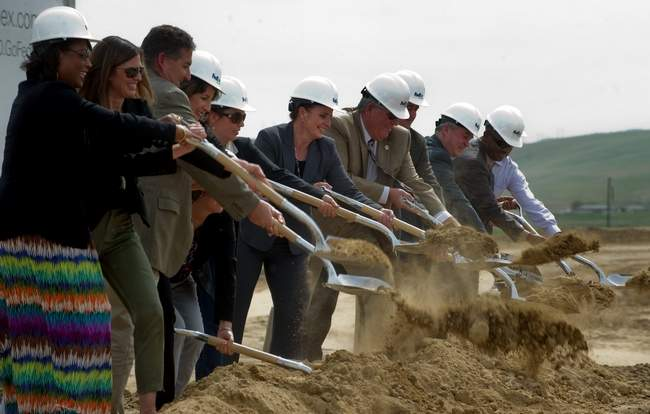 FedEx breaks ground on new hub in Tracy, CA